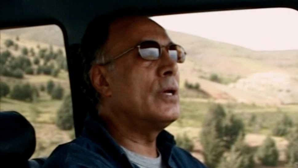 Abbas Kiarostami driving a car and speakingalr